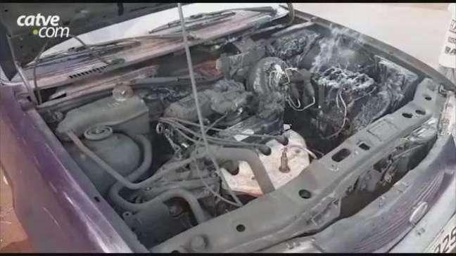 Motor de carro pega fogo no Bairro Santo Onofre em Cascavel