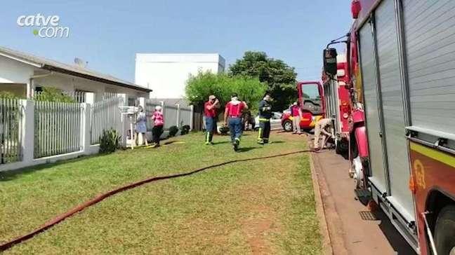 Corpo de bombeiros é acionado para controlar incêndio no 14 de Novembro