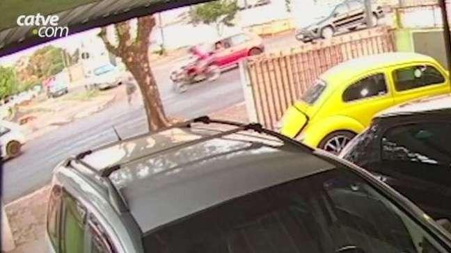 Câmera registra atropelamento de pedestre no Bairro São Cristóvão