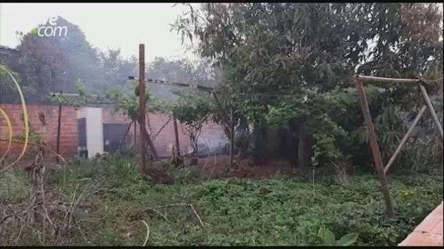 Casa de madeira é totalmente destruída por incêndio no Bairro Cascavel Velho